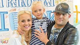 Tomi Popovič s partnerkou Barborou Rakovskou a dcerkou Amiou