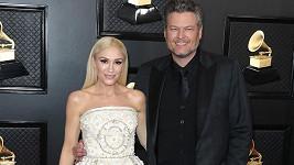 Gwen Stefani s partnerem Blakem Sheltonem na cenách Grammy