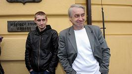 Josef Rychtář se synem Honzou. Stojí snad jeden z nich za nechutnou krádeží?