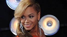 Beyoncé v den, kdy světu sdělila, že čeká miminko.