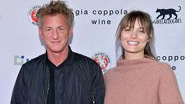 Sean Penn a Leila George se rozešli. Herečka podala žádost o rozvod.