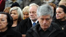 Luděk Sobota na pohřbu Pavla Bobka.