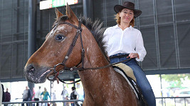 Na koňském hřbetu je nejšťastnější.