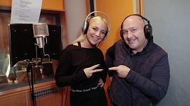 Markéta Konvičková s Michalem Davidem v nahrávacím studiu