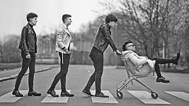 Vojta Košař, Vojta Marton, Daniel Hudček a Martin Dufek (na fotce z levé strany) se svou hudbou snaží získat nejen dívčí srdéčka.
