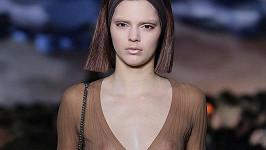 Kendall Jenner jako modelka na přehlídce Marca Jacobse.