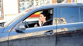 Hanychová už má na svém novém autě škodu padesát tisíc korun.