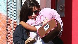 Sandra Bullock obličej dcery neukazuje.