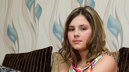 Dívka zatím žije s diagnózou syndromu cyklického zvracení.