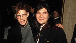 Corey Haim a Corey Feldman (vpravo)