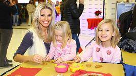Romana Jákl Vítová s dcerami Elinkou a Sofinkou