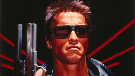 Arnold Schwarzenegger jako Terminátor na plakátu z roku 1984.