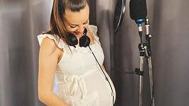 Zpěvačka se těší na miminko.