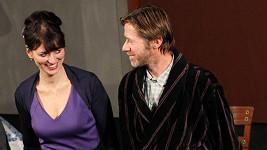 Milenci Adéla a Jiří vypadají velmi zamilovně.