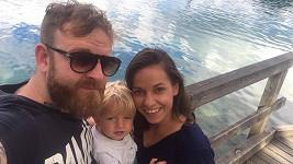 Honza Žampa s přítelkyní a synem