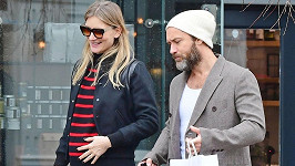 Jude Law a Phillipa Coan čekají prvního společného potomka.