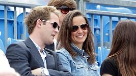 Takhle si Pippa Middleton povídala s Georgem Percym v létě na tenise.