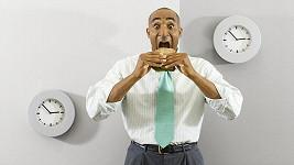 Jídlo si dnes už nedokážeme tak vychutnat, většinou nás tlačí čas.