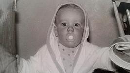 Poznáte tohle rozkošné dítko?
