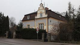 Vila, kterou zdědila Jirásková napůl s Podskalského synem.