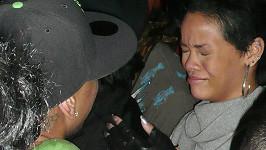 Zmlácená Rihanna v únoru 2009.