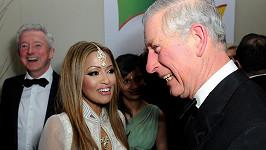 Vedle krásné reportérky jménem Tasmin Lucia-Khan princ i trochu zrůžověl.