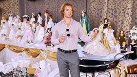 Filip Tomsa zahájil výstavu panenek.