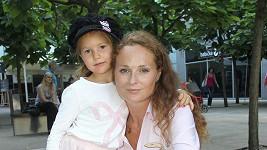 Markéta Hrubešová se svou dcerkou Christel.