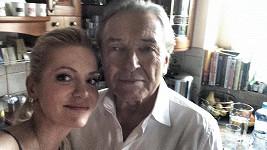 I Dara Rolina a Karel Gott mají selfie.