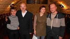 Manželé Maršíkovi (vlevo) a Svatošovi nebudou na Výměnu vzpomínat v dobrém.