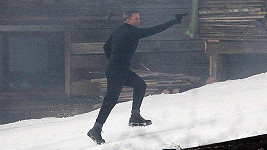Daniel Craig natáčí novou bondovku Spectre.
