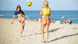 Modelky by nebyly marné ani při míčových hrách.