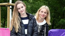 Lucie Zedníčková se svou dospívající dcerou