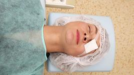 Bára Mottlová má po operaci očí.