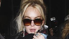 Lindsay Lohan se přiznala ke krádeži šperku.