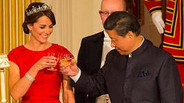 Kate se stala ozdobou slavnostního banketu k uvítání čínského prezidenta v Buckinghamském paláci.