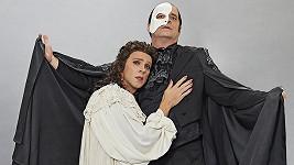 Mirek Etzler a Roman Vojtek jako fantom opery a Christine