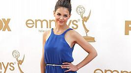 Modré šaty od Calvina Kleina byly drobné Katie Holmes velké.