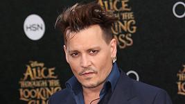 Johnny Depp by se měl trochu uskromnit...