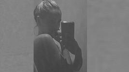 Zorka Hejdová se v 6. měsíci vyfotila nahá. Prim samozřejmě hrálo její bříško.