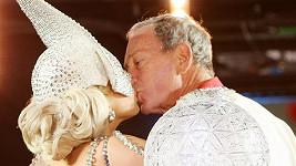 Vášnivý polibek Lady Gaga a Michaela Bloomberga.