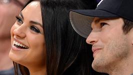 Mila Kunis a Ashton Kutcher jsou momentálně na líbánkách i s jejich malou dcerou.