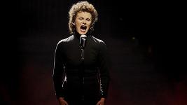 Michaela se tentokrát proměnila v Édith Piaf.