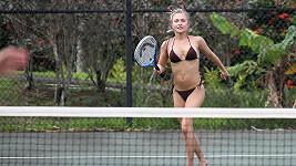 Krásná Hayden Panettiere si zahrála tenis jen v bikinách.