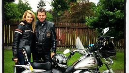 Sandra Parmová na motorce