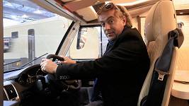 Tomáš Matonoha na dovolenu jezdí ve svém karavanu.
