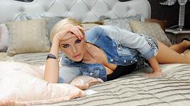 Do postele Mašlíková uléhá bez chlapa.