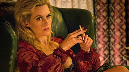 Kate vypadá ve filmu Triple 9 fantasticky.