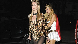 Paris a Nicky Hiltonovy jsou oslavit Halloween.