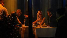 Porotci a moderátoři si spolu zašli na večeři.
